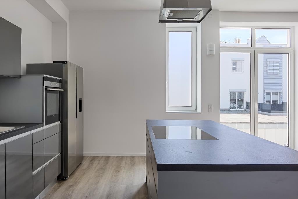 Küche mit Terrassen-Ausgang